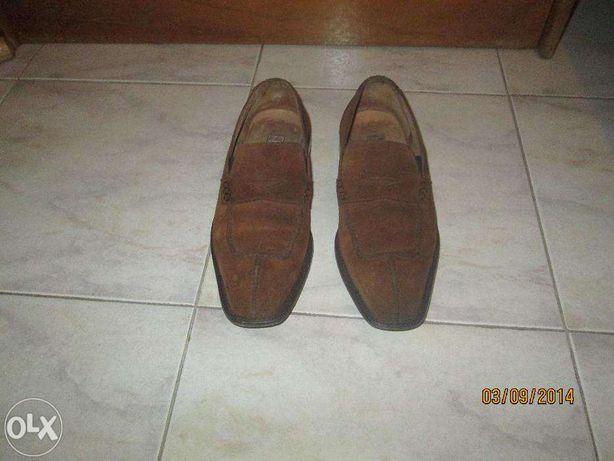 Sapatos pala em camurça mel nº39 e em sola de couro