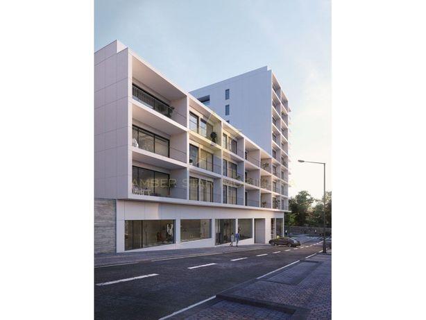 Apartamento T4 com 192 m² de área útil com box para 4 via...
