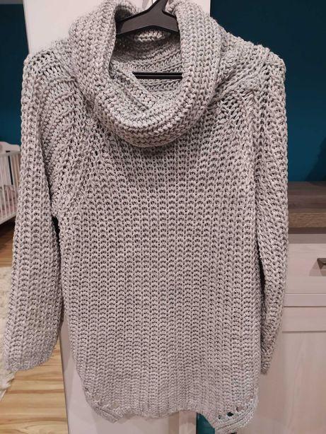 Szary sweter uniwersalny