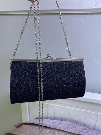 Brokatowa czarna torebka kopertówka