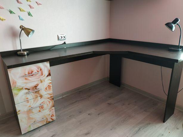 Угловой стол , можно для двух школьников