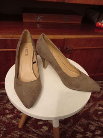 Жіночі туфлі різні розміри