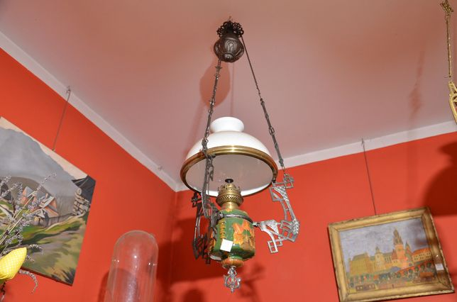 Stara wiszaca lampa naftowa, majolika
