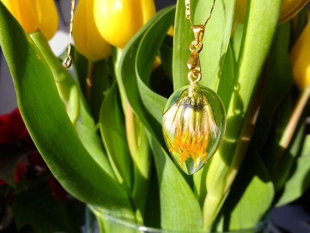 Wisiorek z żywicy z kwiatami wykonane ręcznie