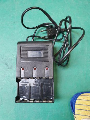 Sprzedam ładowarkę akumulatora baterii AAA sprawna. Porządk w szafkach