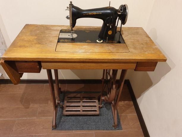 Швейная машинка. Швейна машинка