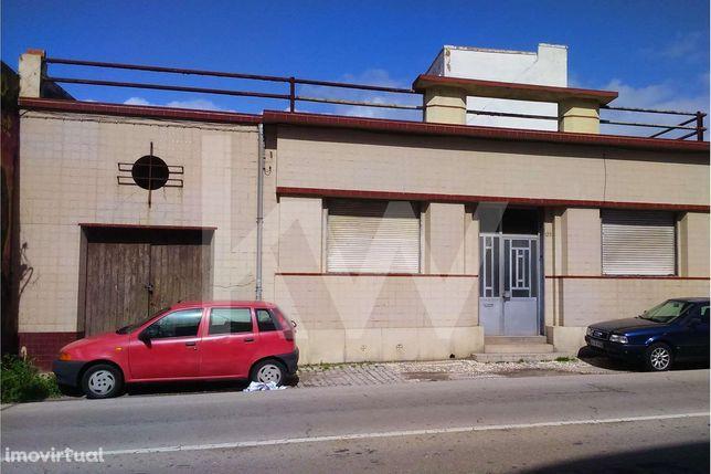 Moradia Centenária / 1200m2 Urbano com PIP Aprovado para Construção