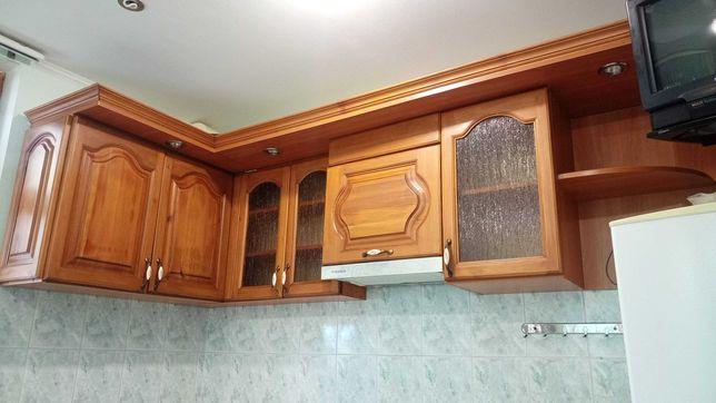 Навесные шкафчики на кухню.