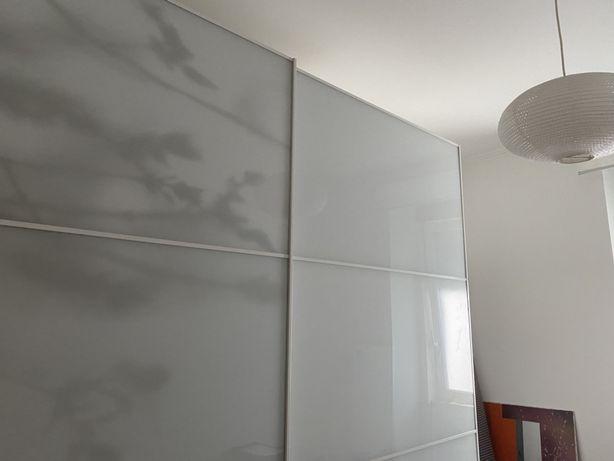 Roupeiro PAX portas branco vidro