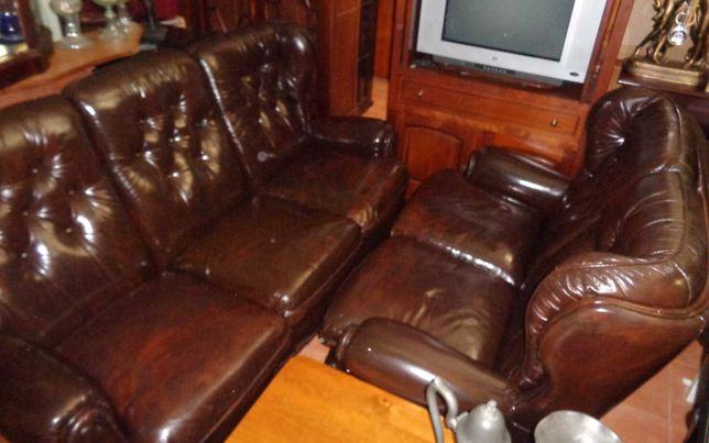 Terno de sofás em pele - capitoné