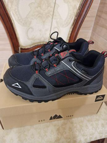 Новые фирменные кроссовки 44