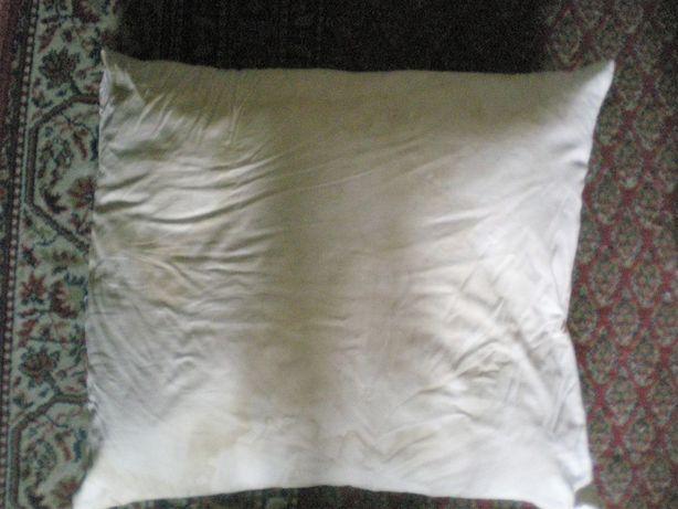 Подушка перовая в хорошем состоянии размеры 58 Х 58 Х 12