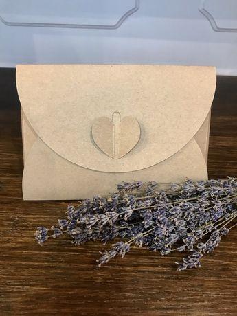 Kartonowe pudełko na zdjęcia/ koperty z serduszkiem
