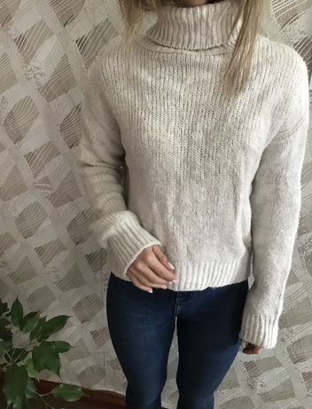 Белый свитер