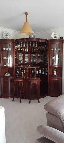 Bar de madeira de cereja