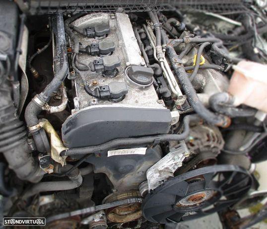 Motor avariado para peças de VW Passat 1.8 T gasolina (2003) AWM