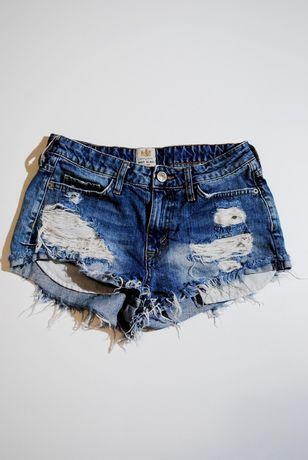 Крутые Шорты S / M Германия женские джинсовые рваные с бахромой