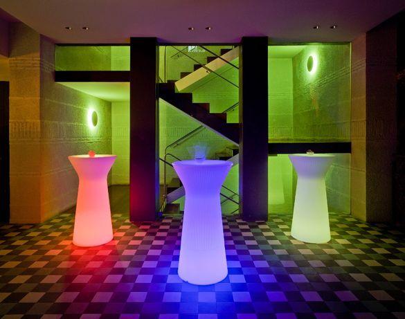 Mesa com iluminação decorativa
