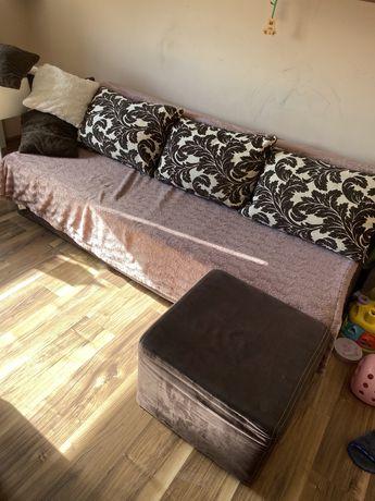 Kanapa z dunkcja spania pufa poduszki