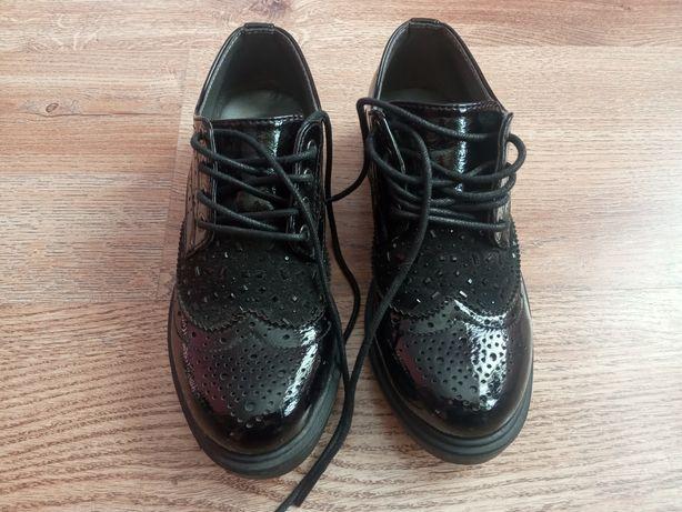 Туфлі ,черевички.