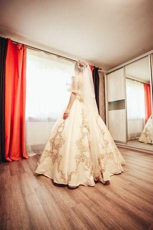 Платье свадебное 2019 года