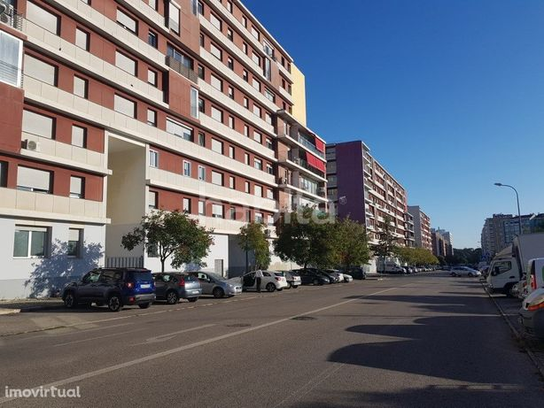 T1 para arrendamento na Alta de Lisboa com estacionamento