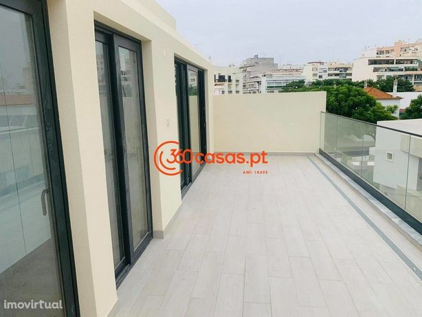 Apartamento T1+1 com logradouro e elevador no Centro de Faro
