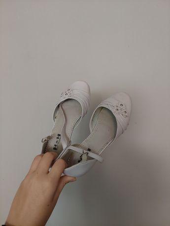 Sprzedam dziewczęce buty na komunię