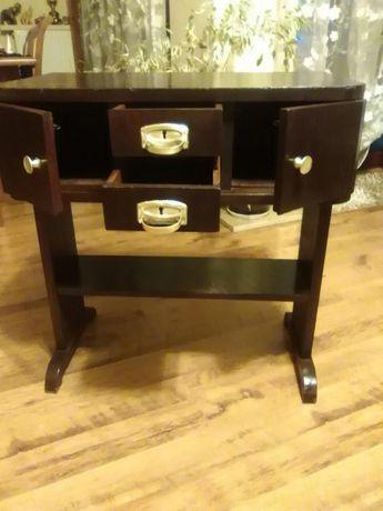 Stolik drewniany z szufladkami