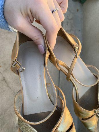 Продам бальные туфли