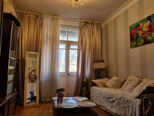 2-комнатная сталинка в центре, средний этаж, ремонт, Льва Толстого