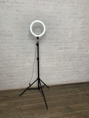 Кольцевая LED лампа 26 см 22W со штативом и креплением под 3 телефона