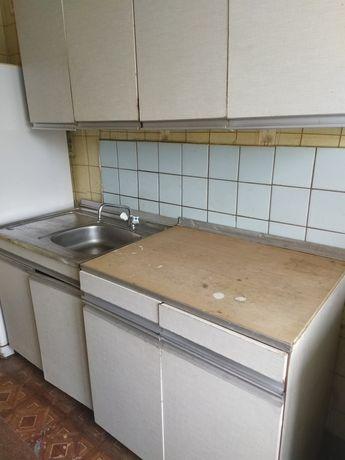 Кухня с мойкой, краном и сифоном за символическую плату