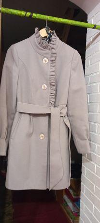 Пальто осіннє гарне