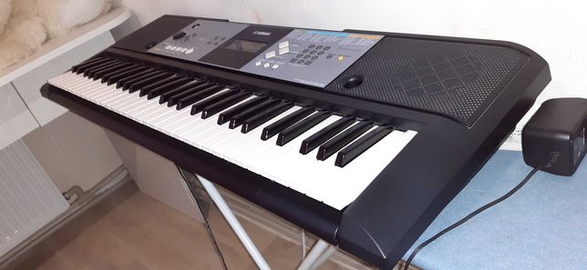 Синтезатор YAMAHA psr E233