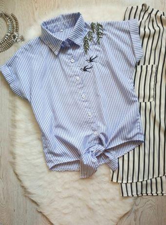 белая голубая короткая рубашка блуза в полоску вышивкой принтом узлом