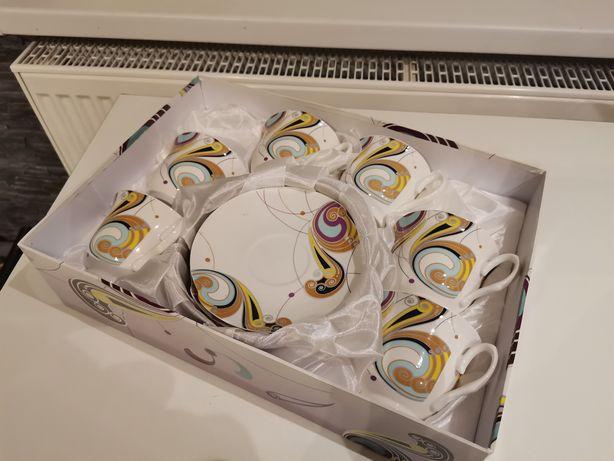 Komplet 6 filiżanek z podstawkami w ozdobnym pudełku