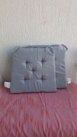 Nowe, srebrne poduszki na krzesła – cena za dwie