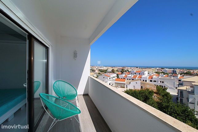 Apartamento T0  completamento remodelado,  piscina e vista mar deslumb