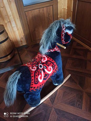 Кінь - каталка, конь - качалка!