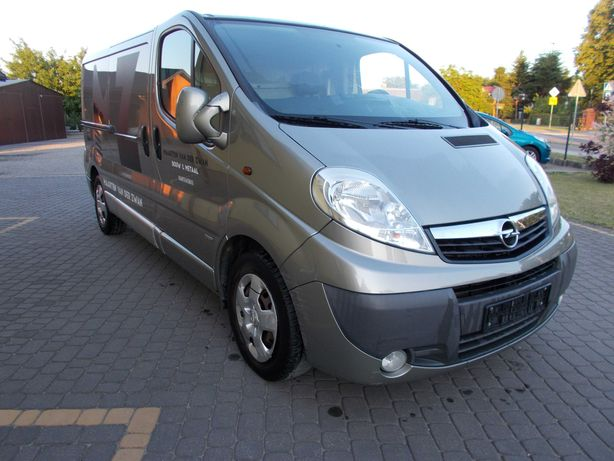 Opel Vivaro 2,5 CDTI 2009 r 145 kM sprowadzony Hak klima 3 osobowy