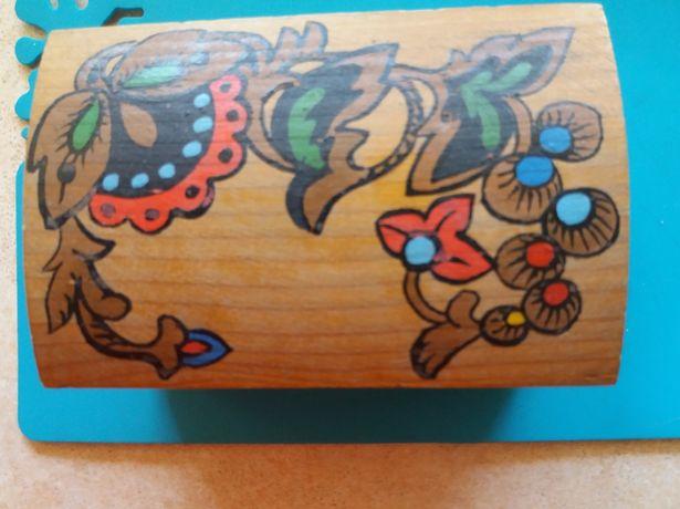 Kasetka na bizuterie drewniana zdobiona