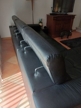 Sofá de pele de três lugares com chaise long