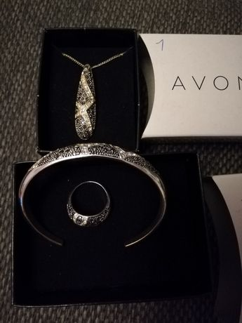 Biżuteria Avon.