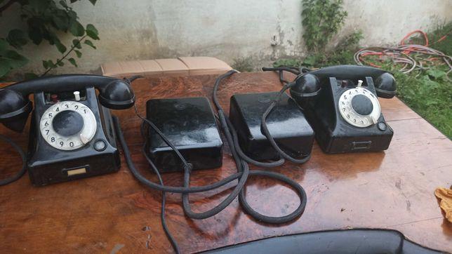 Dwa stare telefony z centralkami