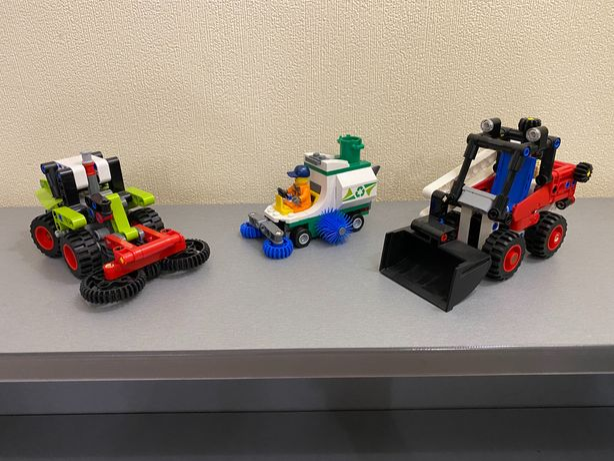 Конструкторы Lego Дворник 60249, Мини-погрузчик 42116 и Трактор 42102
