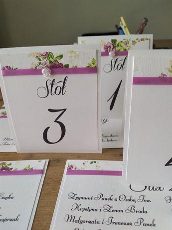 Tablica oraz numery stołów na wesele