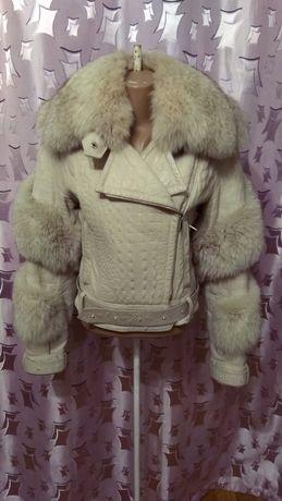 Кожаная куртка шуба с мехом песец и камнями, косуха, кожанка