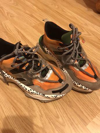 Гарні кросівки