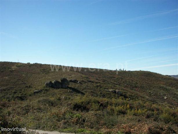 Terreno com 800 m2 próximo da Barragem de Queimadela